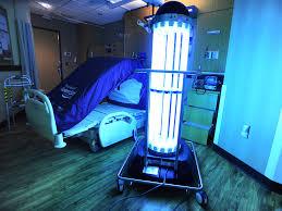 Luz UV purificando hospital