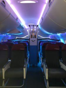 Luz UV purificando avión